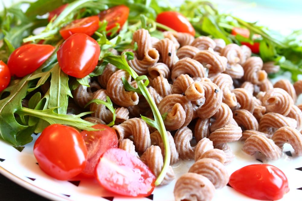 Dinkelvollkornnudeln in Gorgonzolasauce mit Rucola und Tomaten
